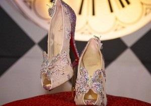 Christian Louboutin створив кришталеві черевички для Попелюшки