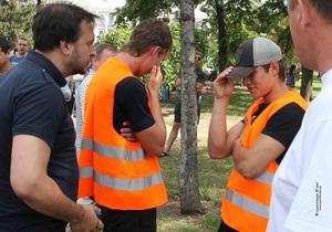 Батьківщина: Під харківський суд із СІЗО привезли злочинців у помаранчевих жилетах