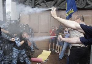 Фотогалерея: Говорили-балакали. Масова бійка опозиції з міліцією під стінами Українського дому