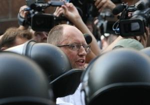 Яценюк: Дострокові парламентські і президентські вибори повинні відбутися одночасно
