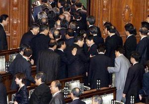В Японії близько 40 депутатів вийшли з правлячої партії на знак протесту проти підвищення податків