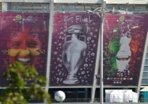 СМИ: Билеты на финал Евро-2012 можно купить за 100 евро