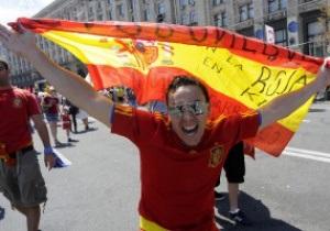 Фотогалерея: К бою готовы. Фанаты Испании и Италии оккупируют Киев