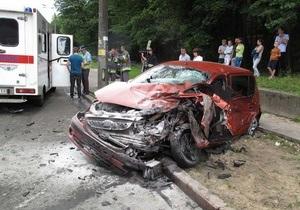 У Києві сталося ДТП за участю трьох автомобілів, є постраждалі