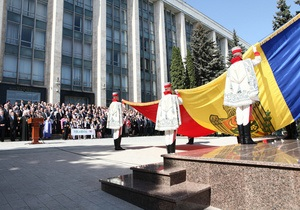 Молдова вибирає між Заходом та Сходом