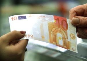 Євро і долар незначно знижуються на міжбанку