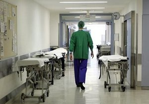 У Хмельницькій області головний лікар райлікарні вимагав $ 500 хабара у медсестри
