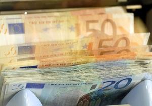 Долар та євро продовжили зниження на міжбанку