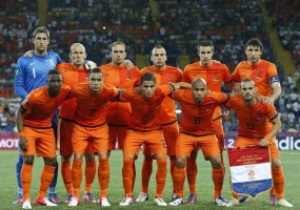 Дик Адвокат назвал причины провала сборной Голландии
