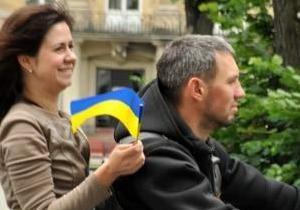Во Львове в поддержку сборной Украины устроили автопробег на  горбатых  Запорожцах