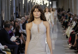 У Луврі вперше в історії відбувся показ мод