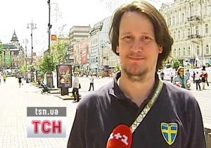 Шведский фанат ищет Азарова, чтобы отдать проигранное пиво