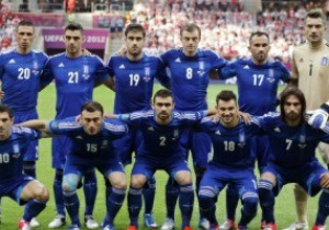 Ключевой защитник греков покидает Евро-2012