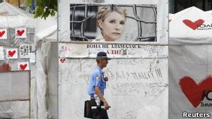 Лікарі: якби Тимошенко могла повністю ходити, її б виписали