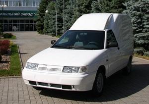 Один із найбільших українських виробників скоротив випуск авто вдвічі