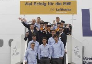Полная свобода. Футболистам сборной Германии разрешили пить, курить и видеться с женами во время Евро-2012