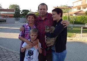 Корреспондент: Самовіддалені. Українці, які втекли з країни за нинішньої влади, хочуть колись повернутися