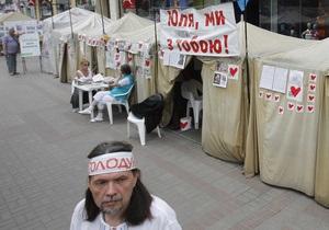 Наметове містечко БЮТу на Хрещатику буде  просвіщати фанів Євро-2012 про українську політику  .