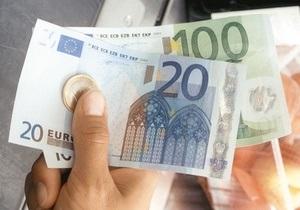 Курс євро до долара впав до мінімуму 22 місяців