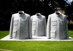 До Києва приїжджає автор скульптури Костюм Мао
