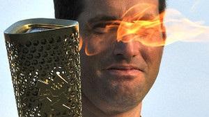 Смолоскип, який використовуватимуть в естафеті олімпійського вогню, продали за $242 тисячі