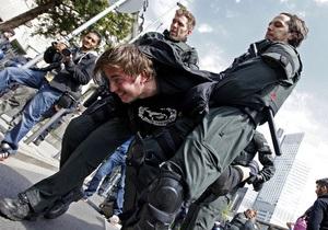 У Німеччині заарештували понад 400 активістів руху Захопи Франкфурт