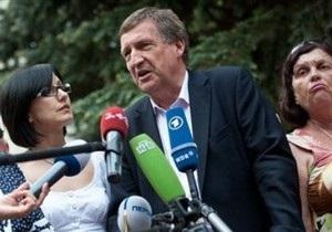 Доктор Хармс: Стрес Тимошенко не дає позитивного ефекту в лікуванні
