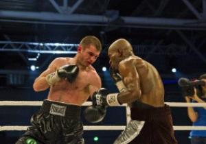 Мировой бокс в пригороде. Заур Байсангуров победил французского претендента