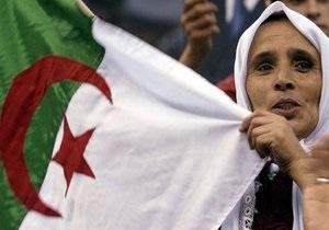Парламентські вибори в Алжирі: ісламісти звинуватили владу у порушеннях