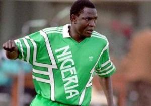Умер лучший бомбардир в истории сборной Нигерии