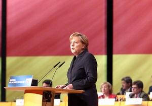 Регіонал: Меркель безцеремонно втручається в політику Україна