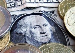 Долар на міжбанку дещо знижується
