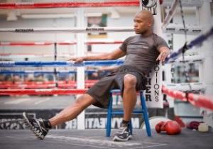 Мейвезер: У бою з Пак'яо мій пояс буде виносити в ринг Обама