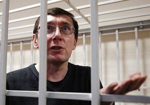 Луценко зажадав від судді надати документи, що підтверджують її статус