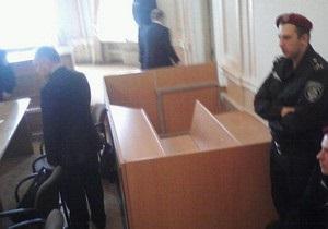 Власенко заявив, що в залі суду встановили тапчан для Тимошенко