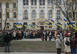 Справа Тимошенко: Біля будівлі харківського суду сталася бійка