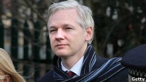 На російському телеканалі стартувало ток-шоу засновника Wikileaks