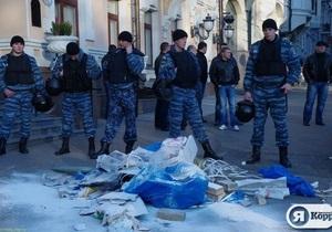 Активісти закликають главу МВС покарати міліціонерів за побиття дівчини на акції в центрі Києва