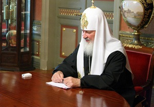 На сайті РПЦ з фотографії патріарха Кирила стерли годинник, залишивши його відображення