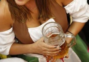 Гамбург заплатит 30 тысяч евро за болельщика, бросившего на поле кружку пива