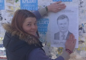 У Донецьку затримували активістів, які намагалися розклеїти листівки із зображенням Януковича
