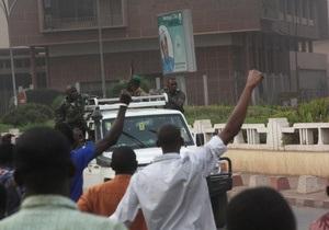 США вдвічі скорочує багатомільйонну допомогу Малі в зв язку з переворотом