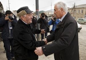 Reuters: Колишній чекіст лідирує на виборах у бунтівній Осетії