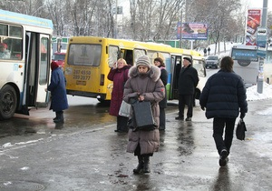 У Луганську водій Жигулів виїхав на зупинку і збив двох людей