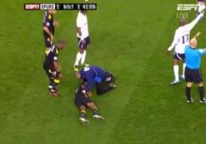 СМИ: Состояние игрока Болтона стабилизировалось, он может дышать самостоятельно