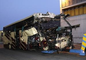 ЗМІ: Водій автобуса, що розбився в Швейцарії, за мить до аварії відволікся на DVD
