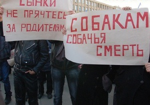 У Миколаєві триває одразу два мітинги проти насильства: на одному з них освистали мера