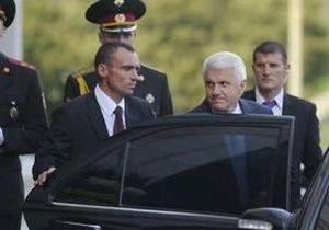 Наші гроші: Литвин ховає свій броньований Mercedes від виборців