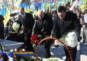 Лідери опозиції разом вшанували пам'ять Шевченка