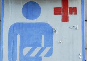 У Києві на перехожого впав шматок плити